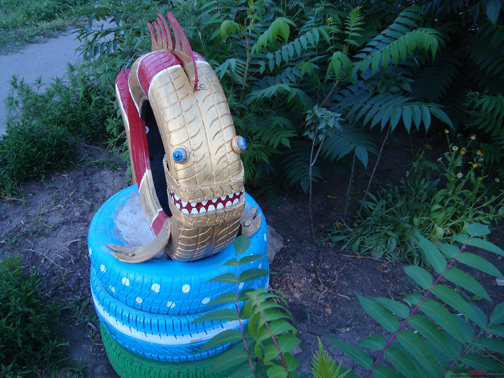 Different crafts made of tires can decorate the yard or children's playground .. Photo №10