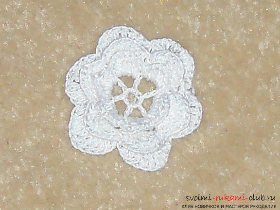 Crochet flower crochet will help create a beautiful hair band. A detailed master-class with step-by-step photos will help you learn to knit even beginners. Photo # 11