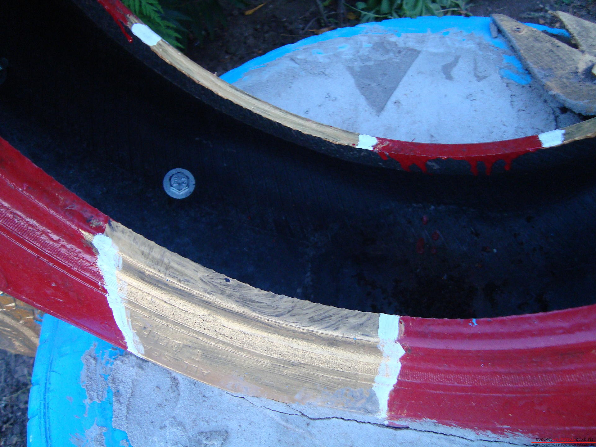 Different crafts made of tires can decorate the yard or playground .. Photo # 2