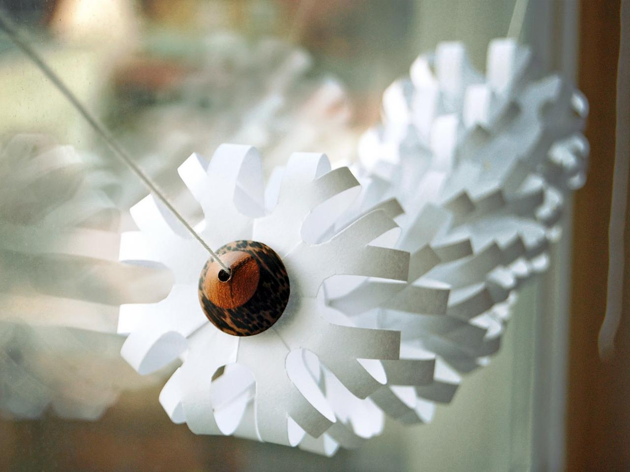How to make Christmas garlands of paper. Photo # 2