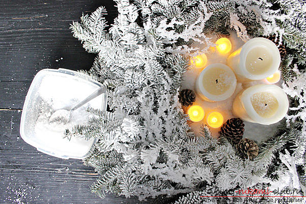 Creating bright and unusual central compositions for the New Year's table, how to make a decorative jar with a candle, creating a central composition with candles and a coniferous wreath .. Photo №6
