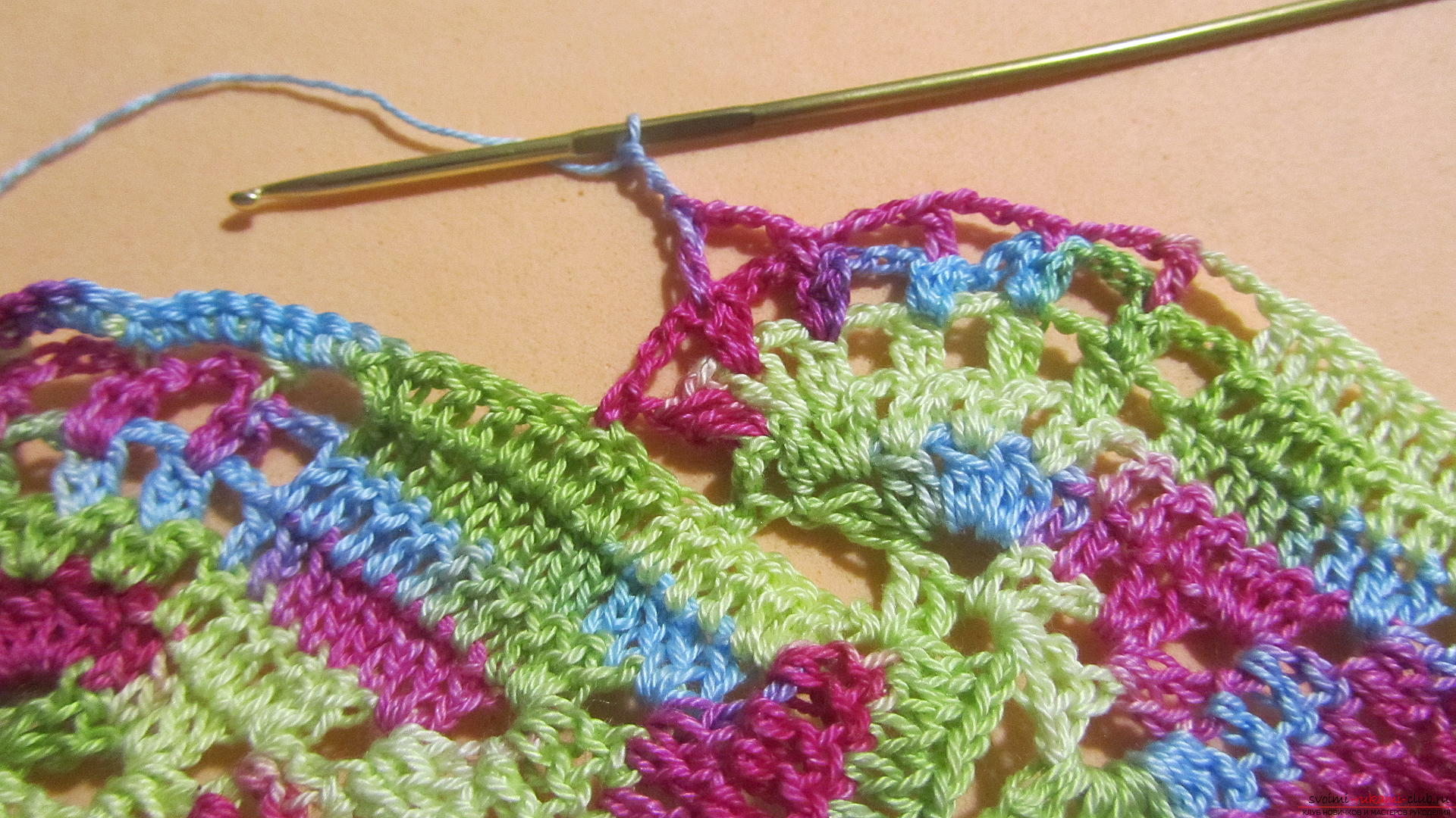 This master class with a pattern and description of crochet will teach you how to knit lace with hearts .. Photo # 51