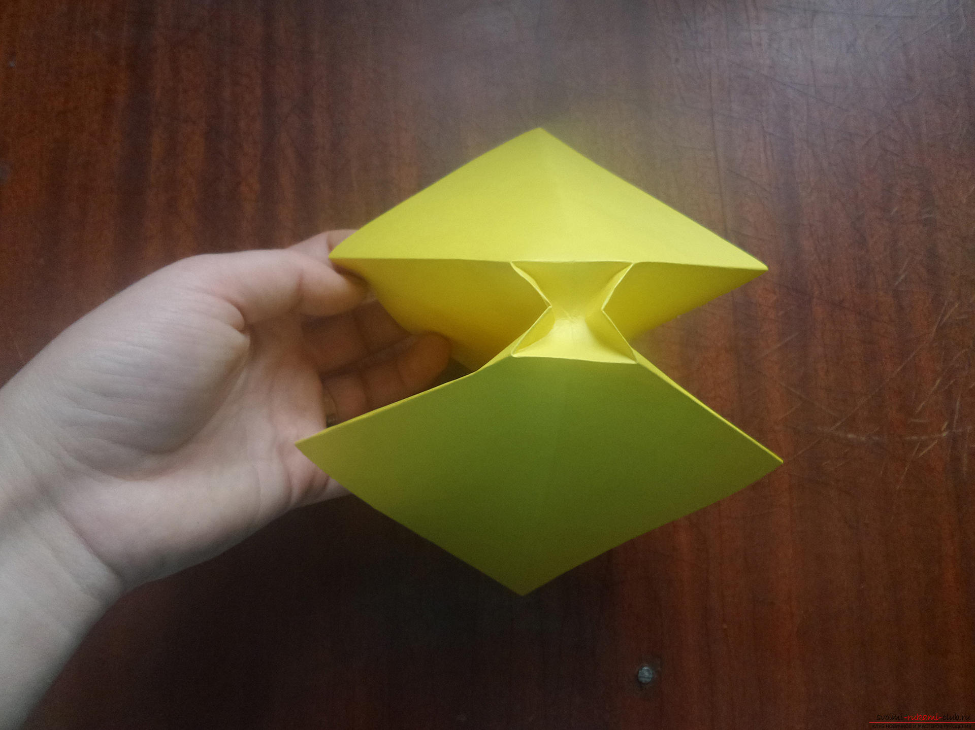 This master class is intended for those who want to learn how to do their own hands with an origami bow. Photo №13