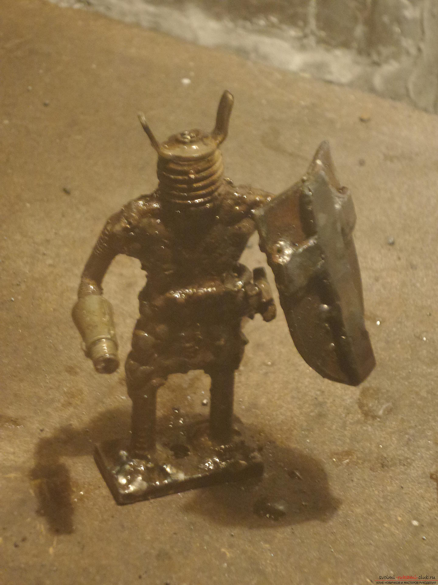 In this master class you will learn how to make by your own hands an original hand-craft - a knight from iron .. Photo # 35
