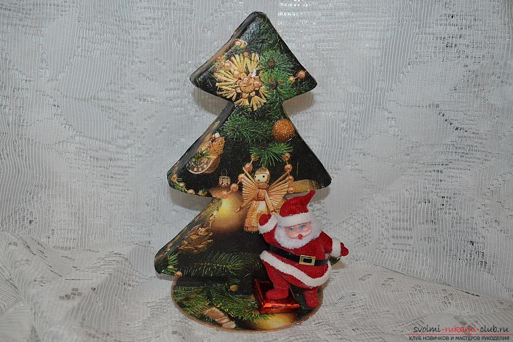 The master class will teach you how to make a Christmas decoration - a Christmas tree - in the technique of decoupage. Photo number 17