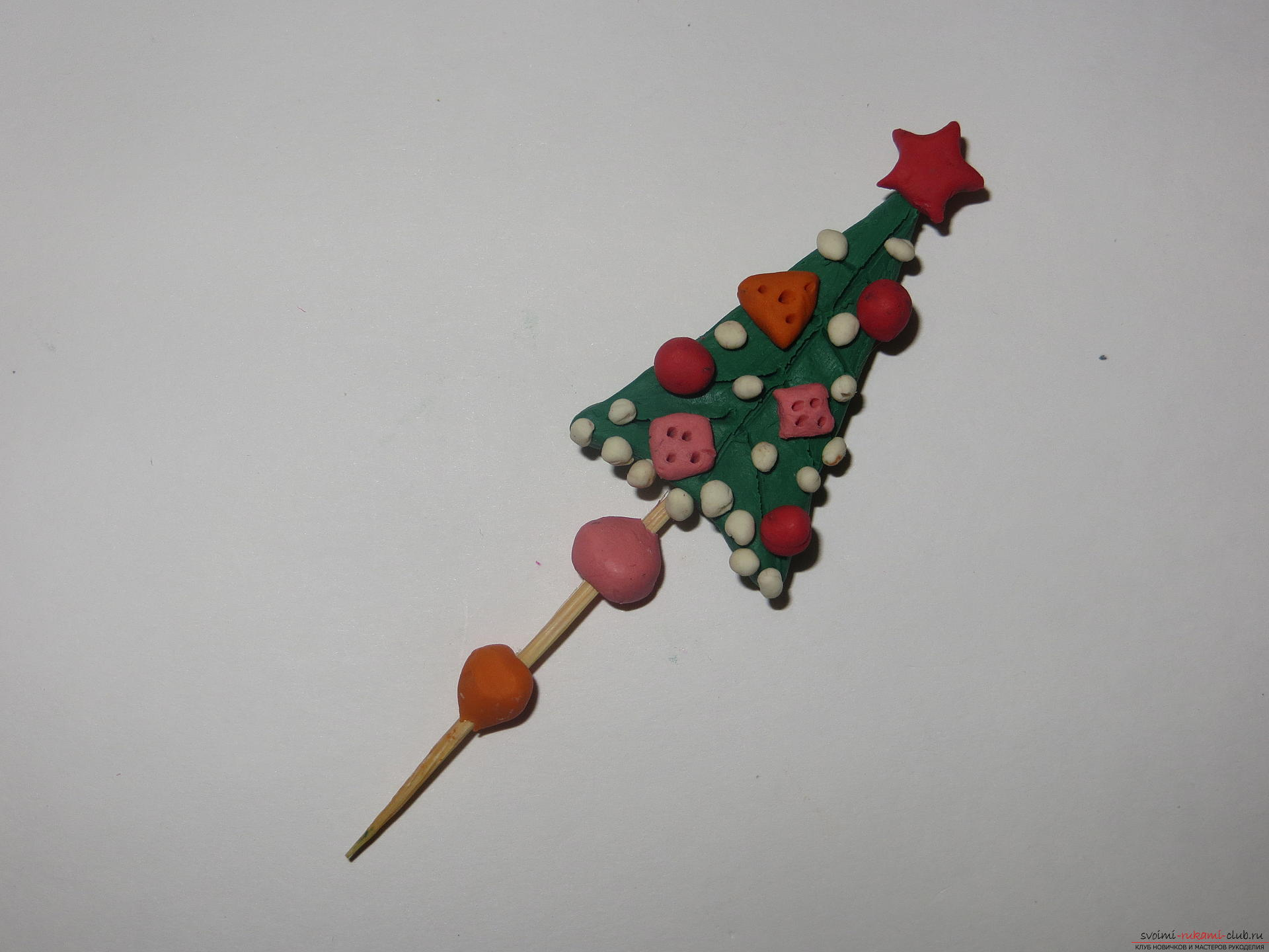 The master class will teach you how to make a New Year's craft - a Christmas tree made of plasticine on a toothpick. Photo №1