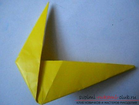 A three-dimensional figure of a dog in origami technique. Picture №3