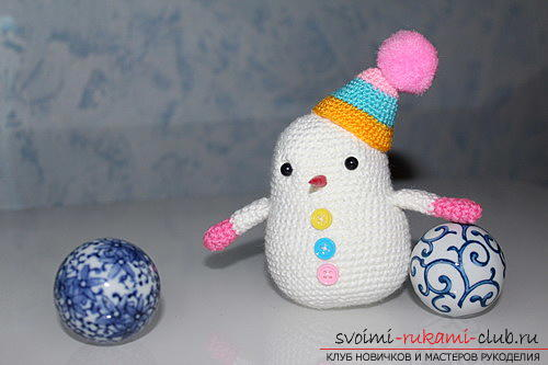 Bright snowman with amigurumi crochet with description and photo. Photo # 2