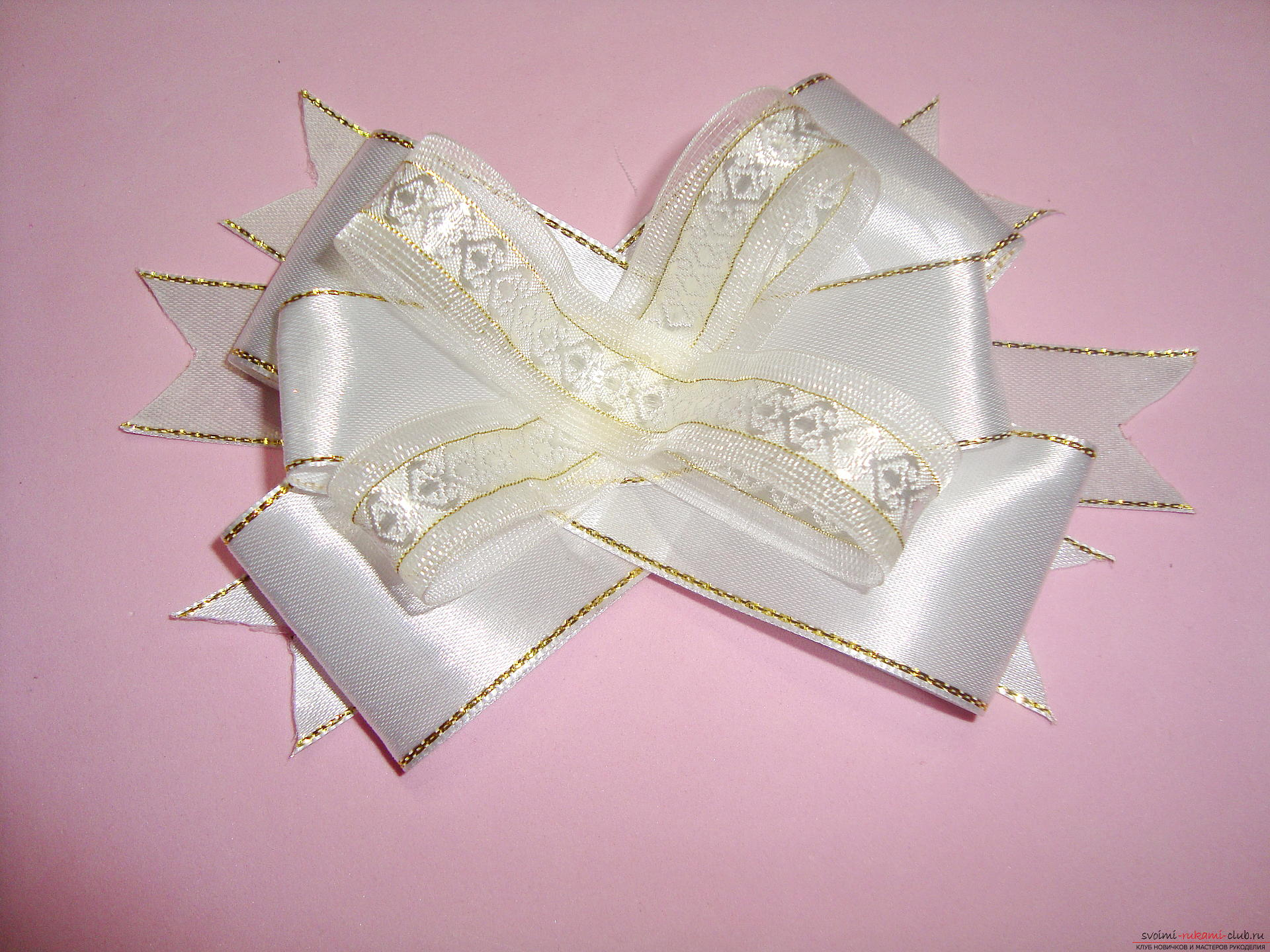 Photo-instruction for making festive bows for girls. Photo number 16