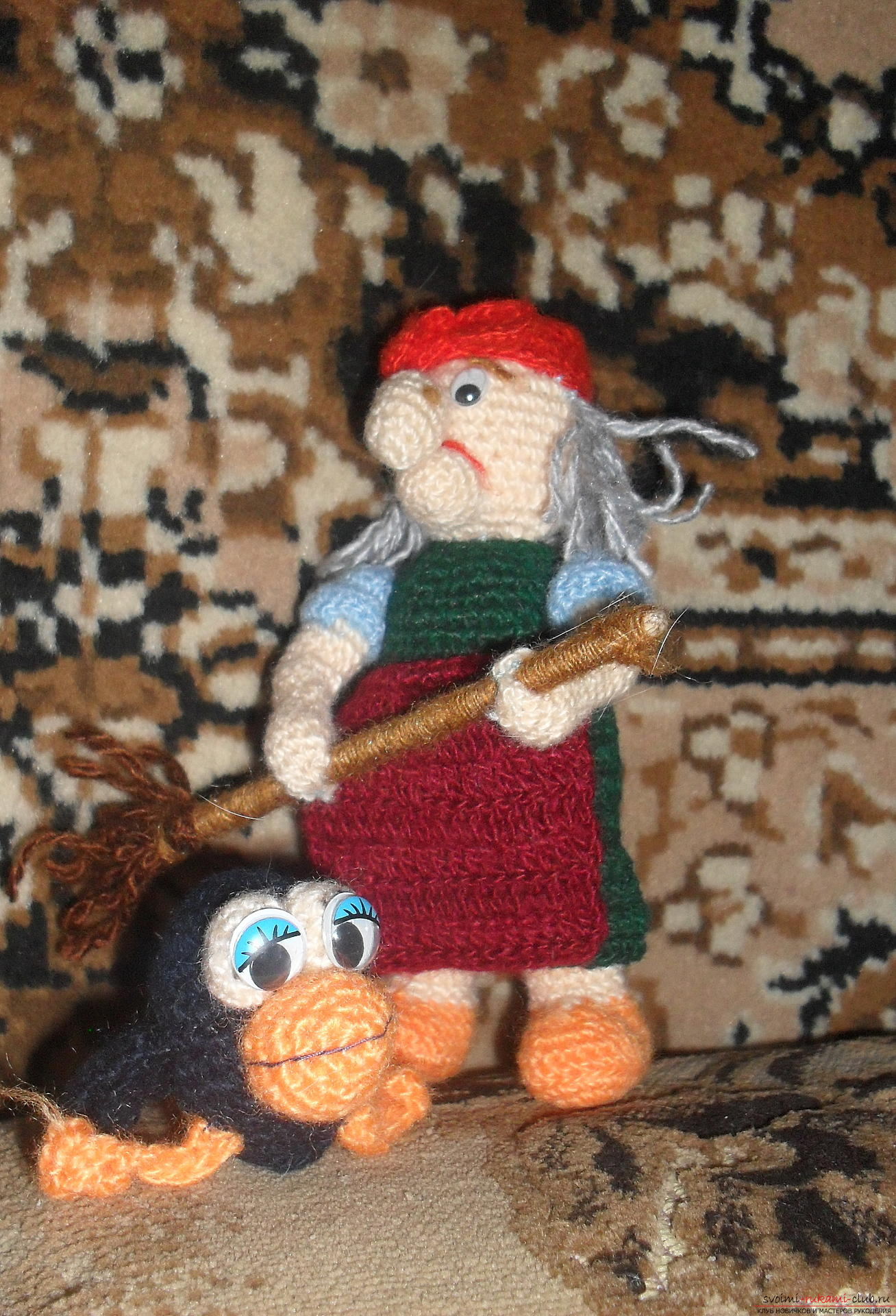 Fairy-tale heroes - the dream of any child, knitted toys in the form of a yaga woman, Banyun's cat will appeal to many children. Crocheted crochet toys are created quickly and in any color .. Photo # 2