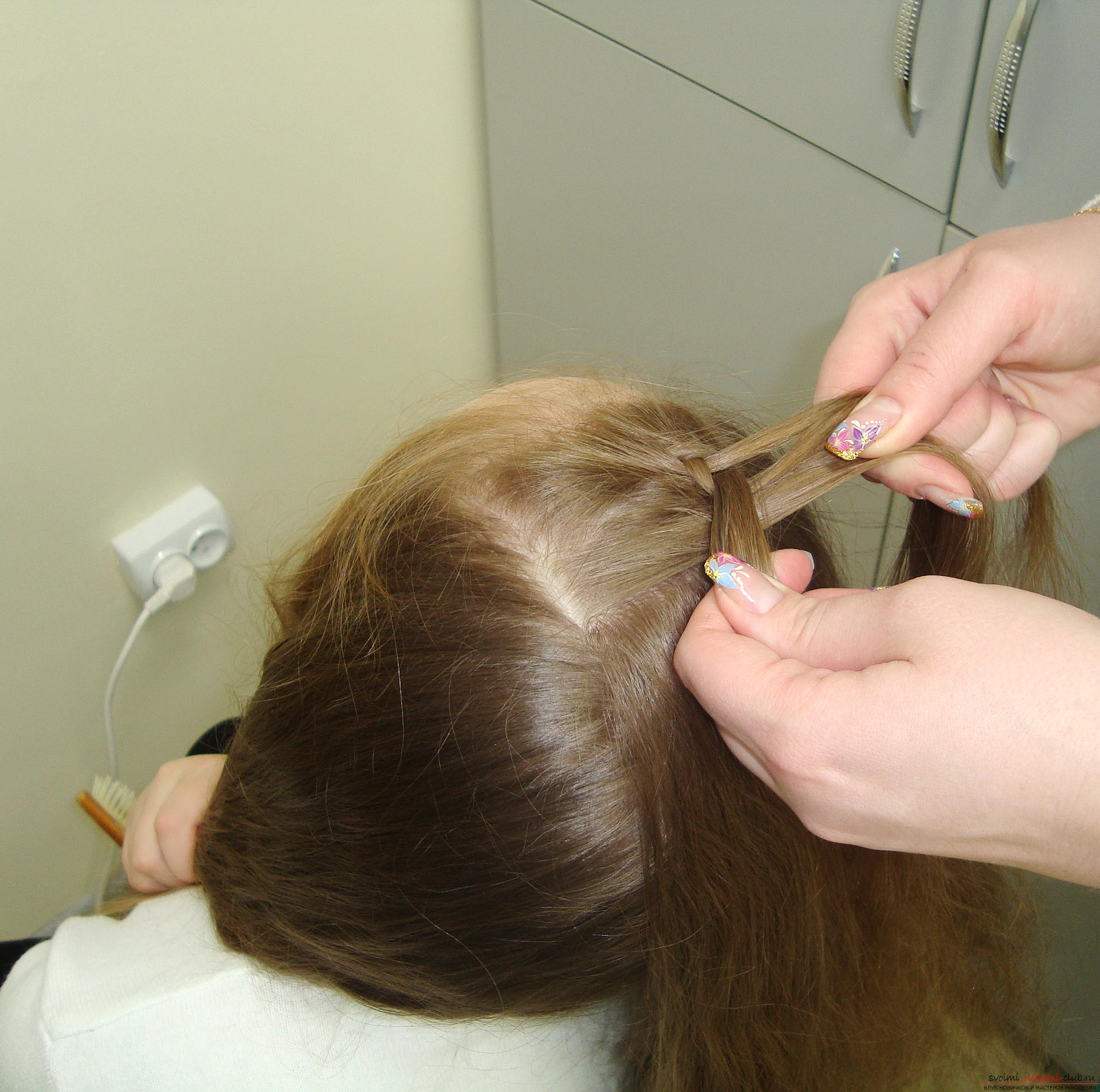 Photo to the lesson on the weaving of French braids. Photo №4