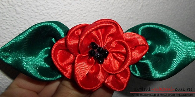 How to make a bright flower of satin ribbons with your own hands. Photo №1