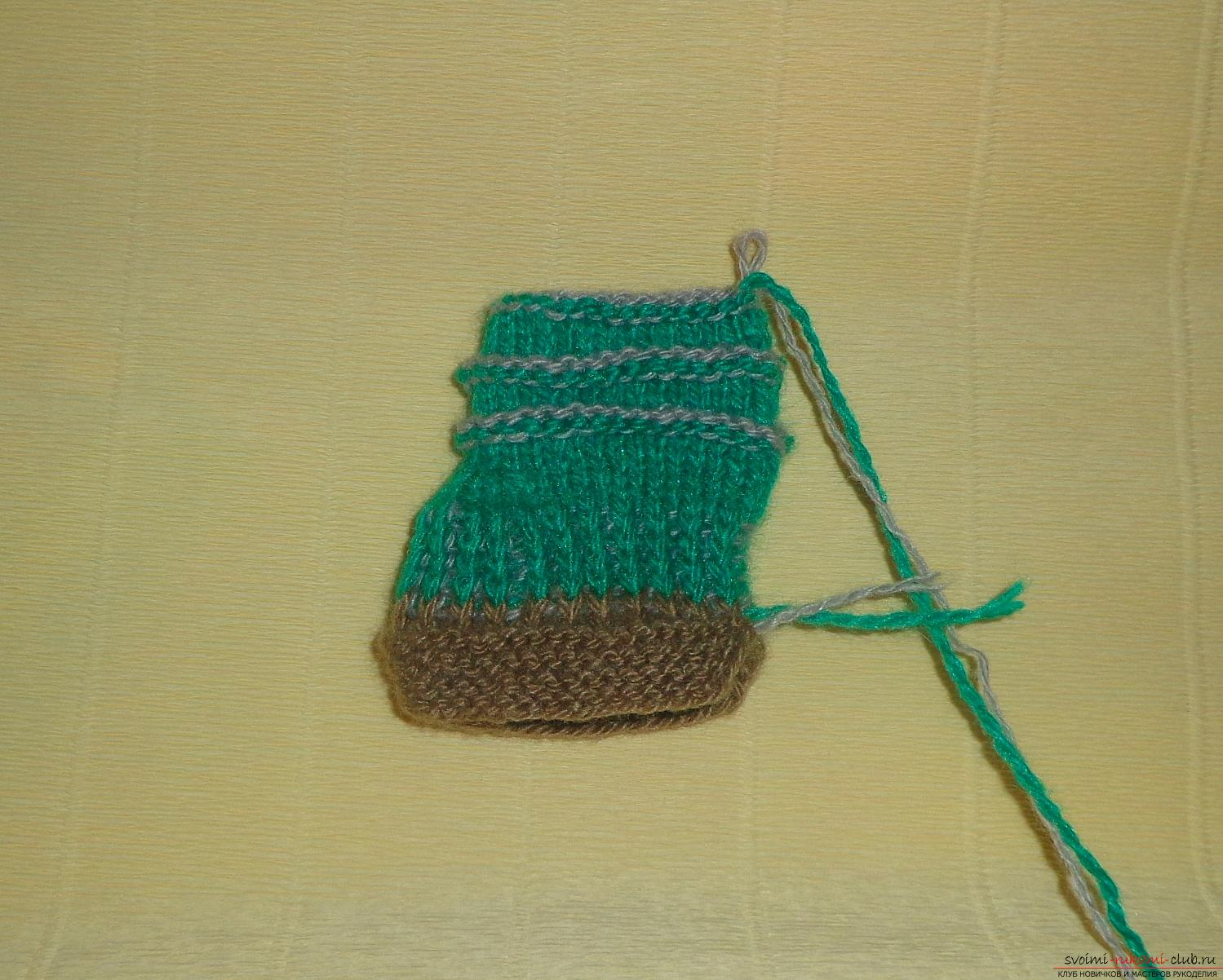Photos for a lesson on knitting on knitting needles for a boy. Photo Number 9