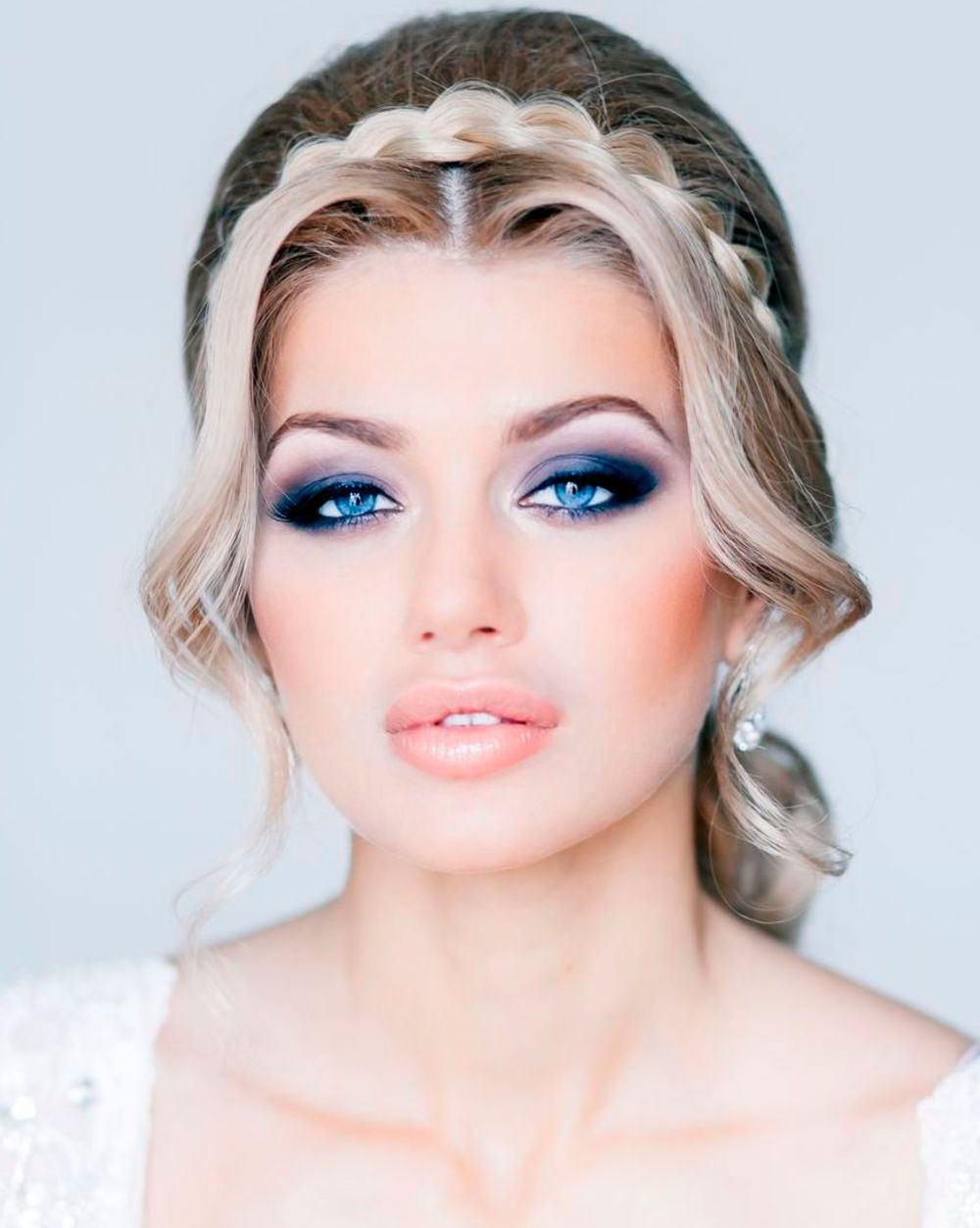 The most beautiful evening hairstyles in the Greek theme. Picture №3