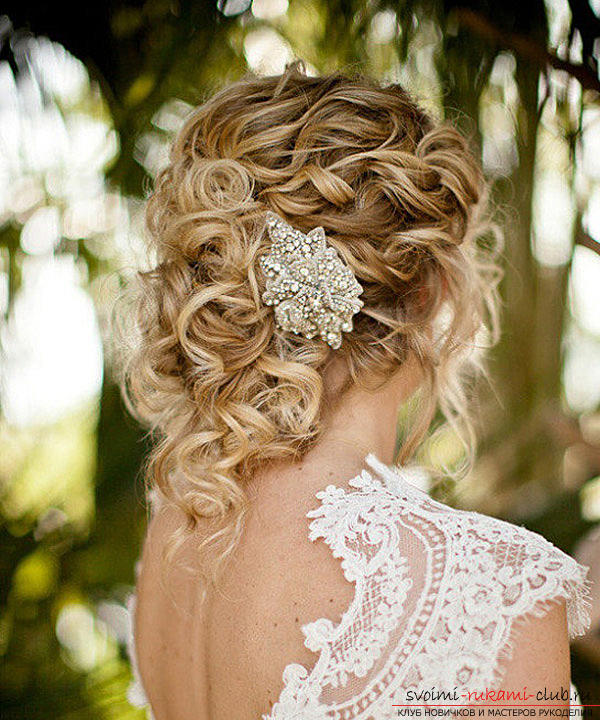 Learn how to make beautiful wedding hairstyles on medium hair with your own hands. Photo Number 19