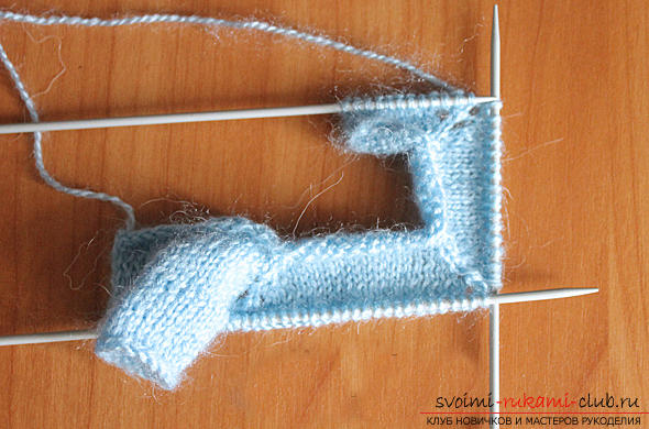 We learn to knit an Amigurumi crochet hook with a photo and a detailed description. Photo Number 19