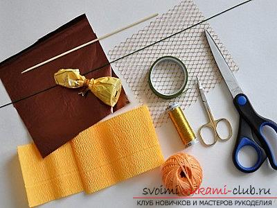 How to make a bouquet of wildflowers in suite design, step-by-step photos of making poppy, chamomile, sunflower, cornflower and crocus. Photo number 20