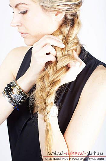 Maak een mooi dagelijks kapsel met je eigen handen voor halflang haar. Foto №5