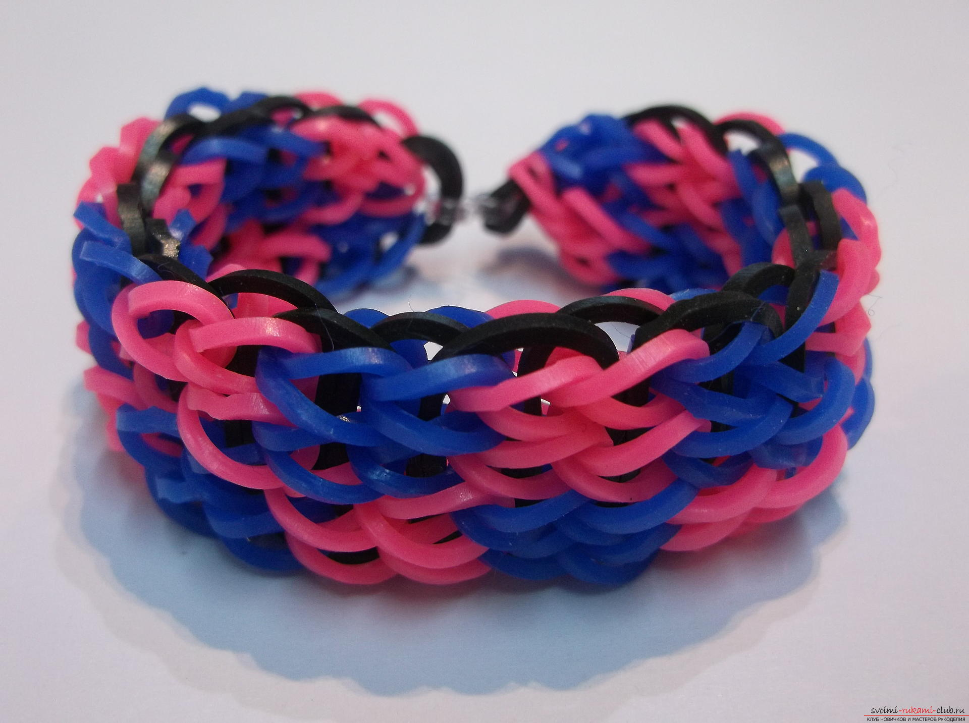 "Photo to the lesson on weaving an elegant bracelet ""Chess"" made from rubber. Photo Number 18"