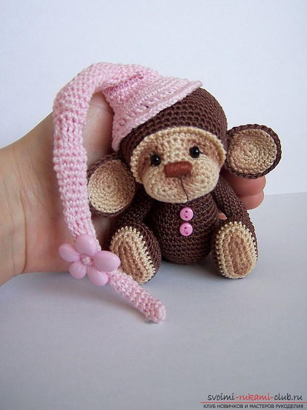 Monkey amigurumi with his hands with a step-by-step description and photo. Photo Number 18