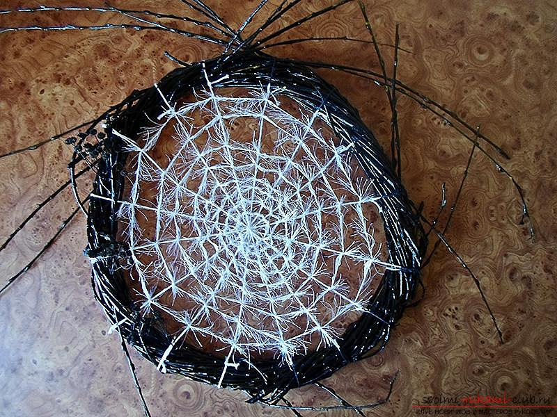 Decorative wreath in the form of cobwebs and a spider for her own hands, a step-by-step instruction to make .. Photo # 10