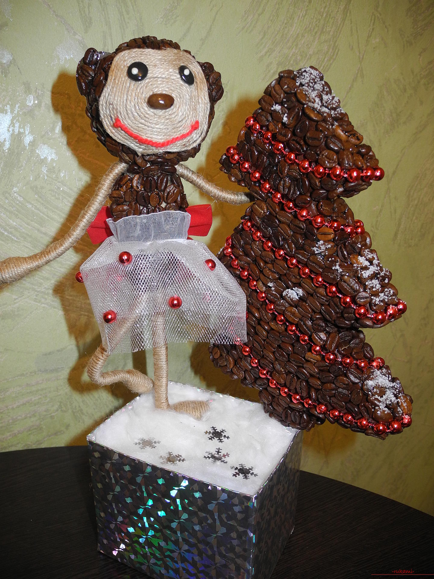 This monkey from coffee by own hands - an excellent gift throughout the year .. Photo # 1