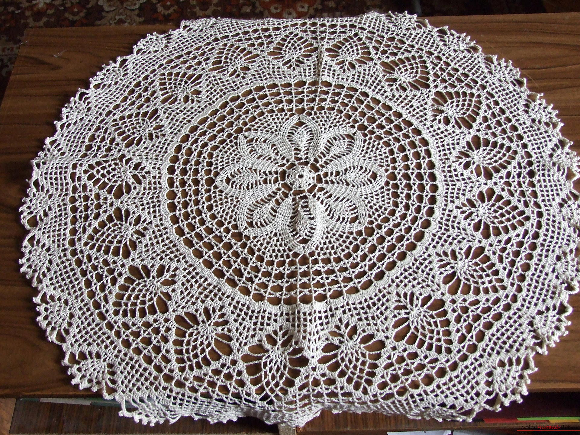 Openwork round tablecloth and napkins. Photo №5