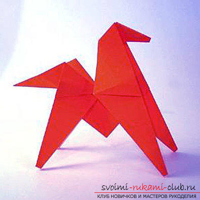 A figurine of a horse made in origami technique. Photo №1