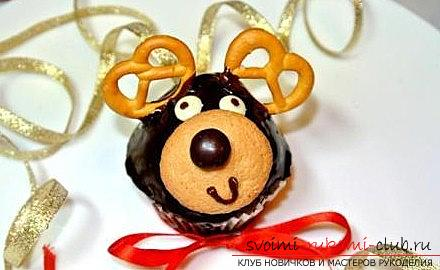 Cupcakes in the form of deer for the new year - a master class of baking and a recipe for cupcakes. Photo №6