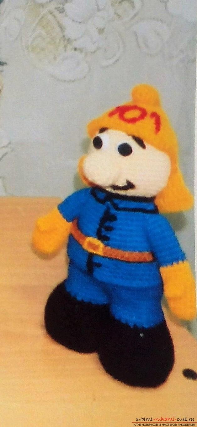 A crocheted funny firefighter. Photo №1