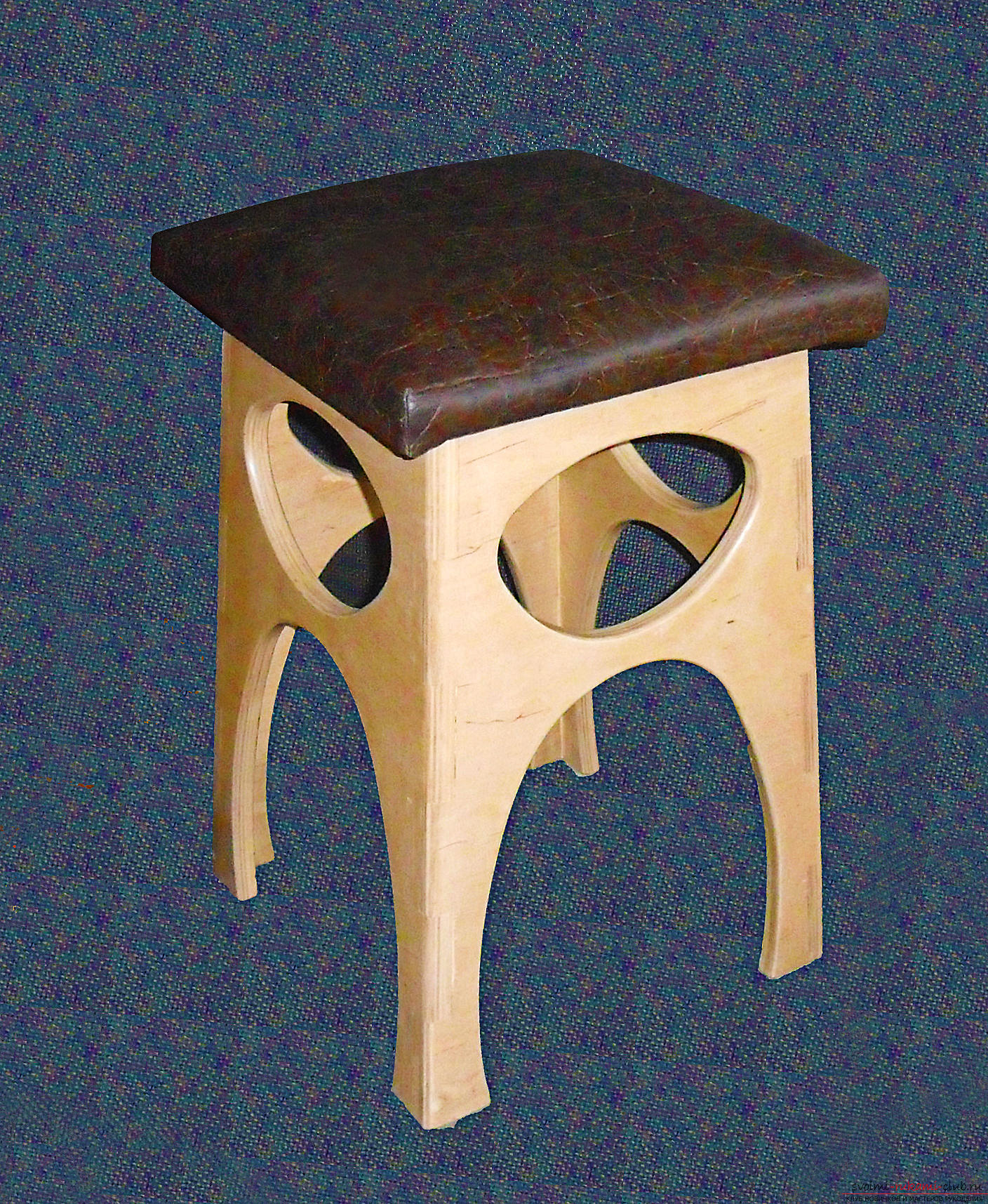 Photo to the lesson on making a stool with a dermatine seat. Photo №1