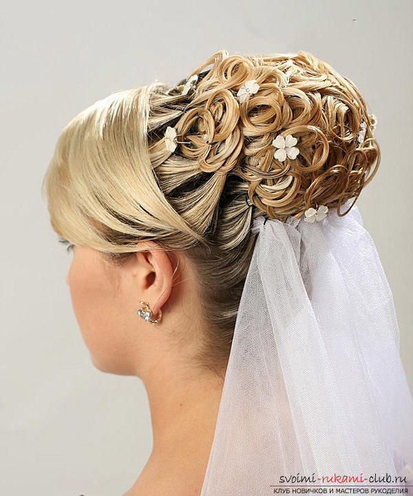 Learn how to make beautiful wedding hairstyles on medium hair with your own hands. Photo Number 22