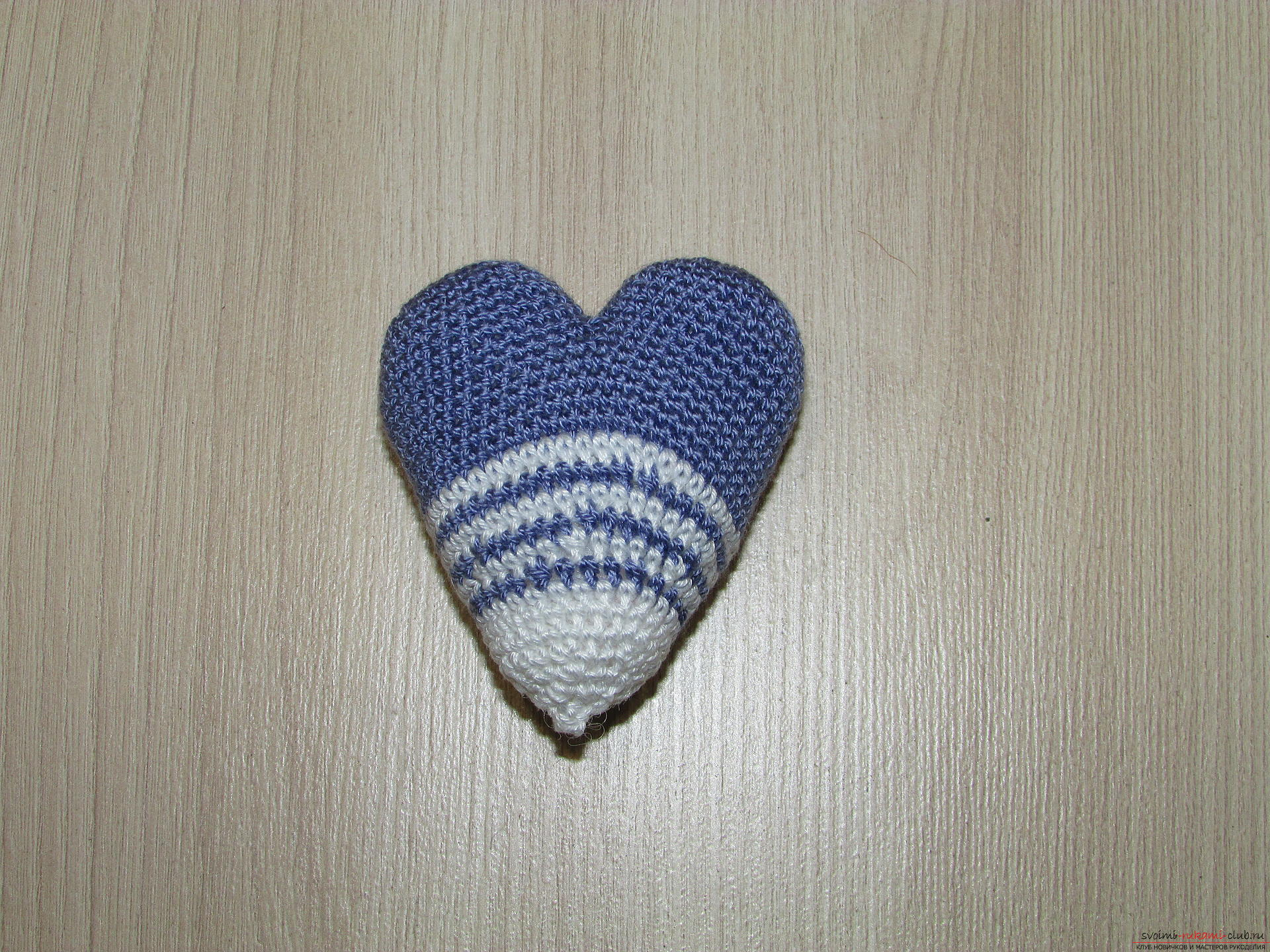 This master class on crochet will teach you how to make a heart charm with your own hands. Picture №7