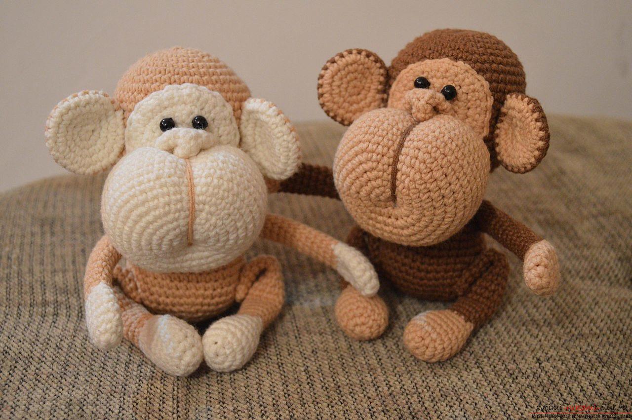 Monkey amigurumi with his hands with a step-by-step description and photo. Photo number 16