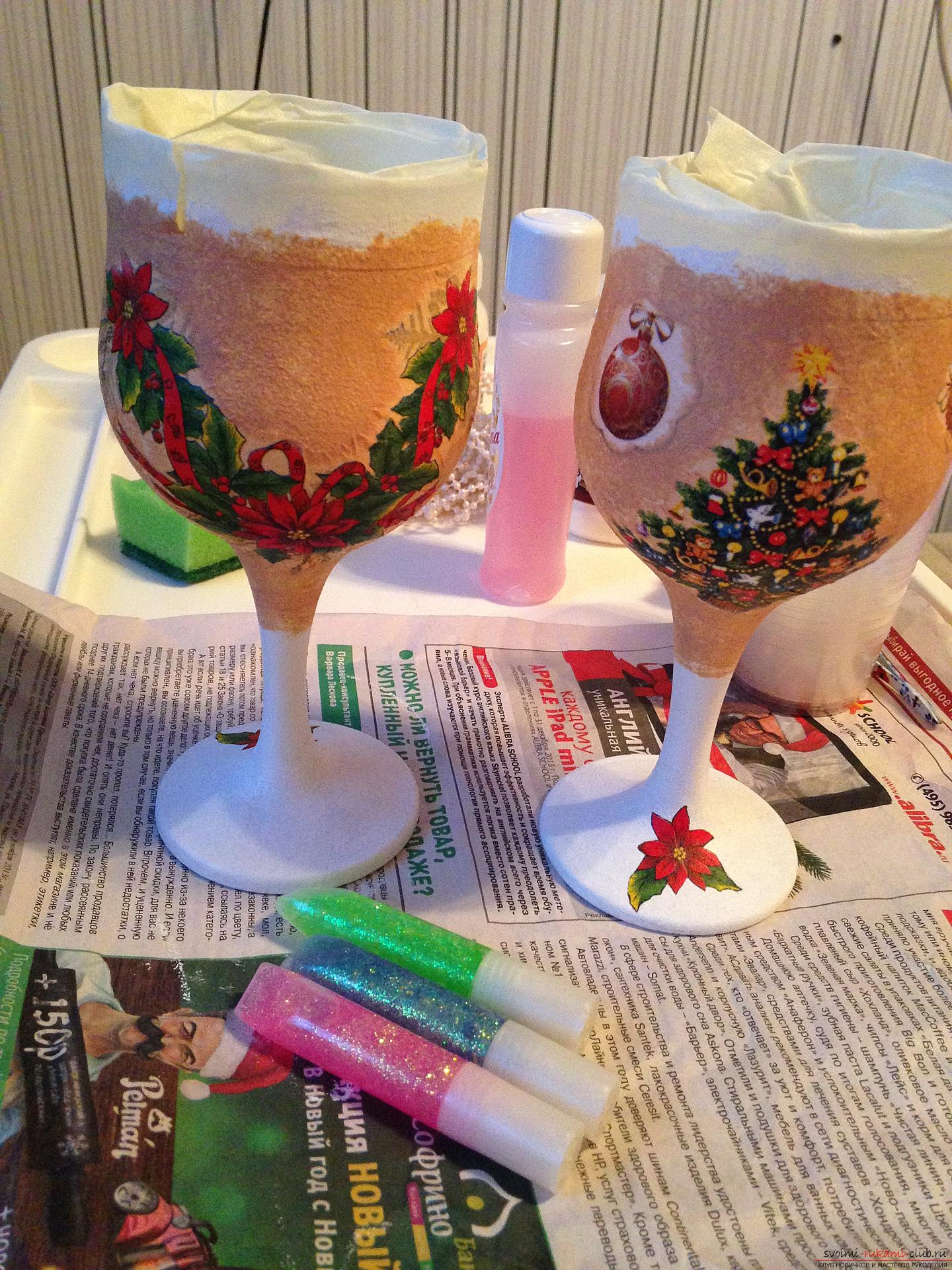 A detailed master class on decoupage teach you how to create beauty with your own hands. Having become acquainted with this description, you will learn how to make a decoupage of beautiful New Year glasses to the festive table .. Photo # 4