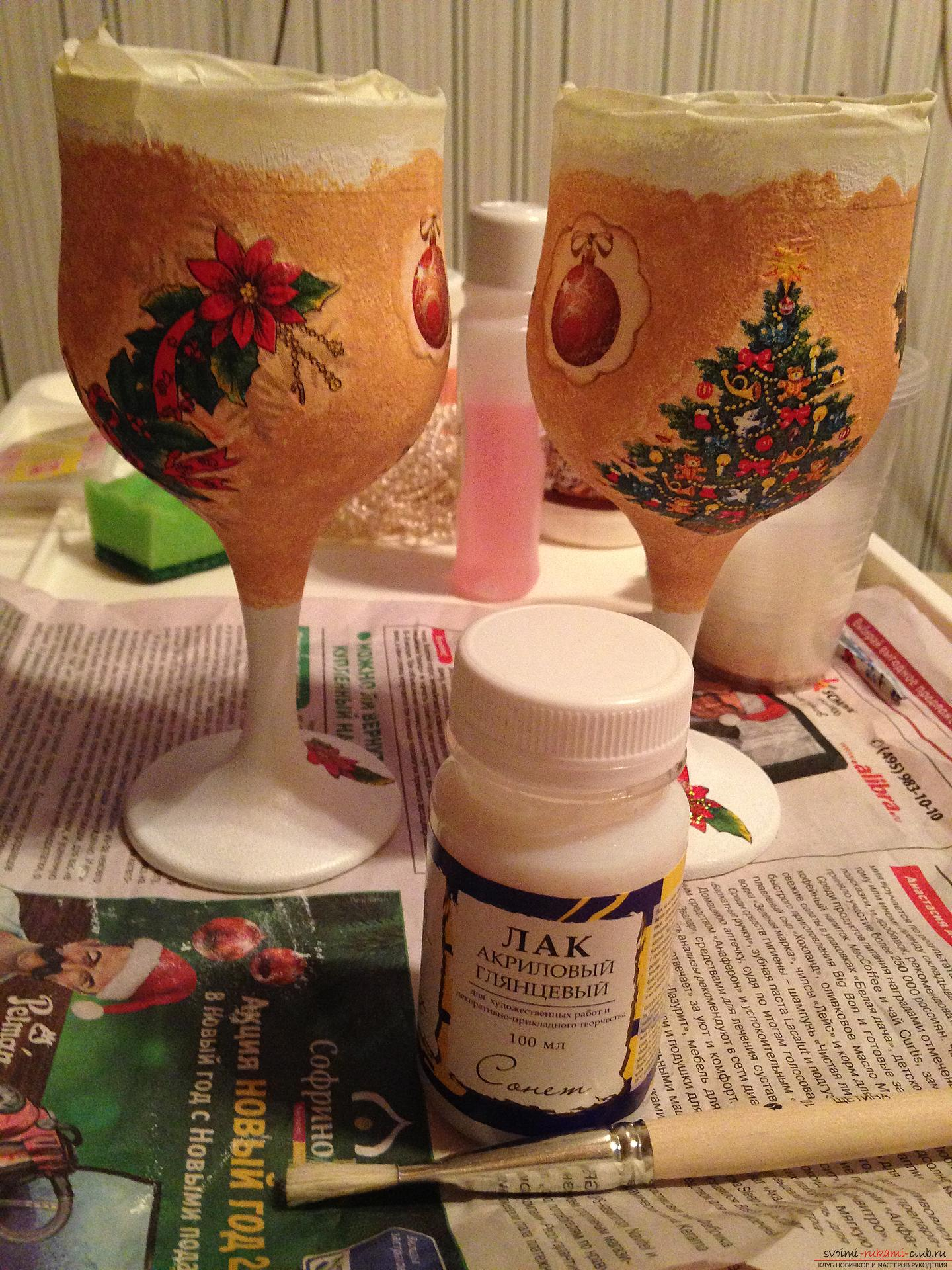 A detailed master class on decoupage teach you how to create beauty with your own hands. Having become acquainted with this description, you will learn how to make decoupage of beautiful New Year glasses to the festive table .. Photo №3