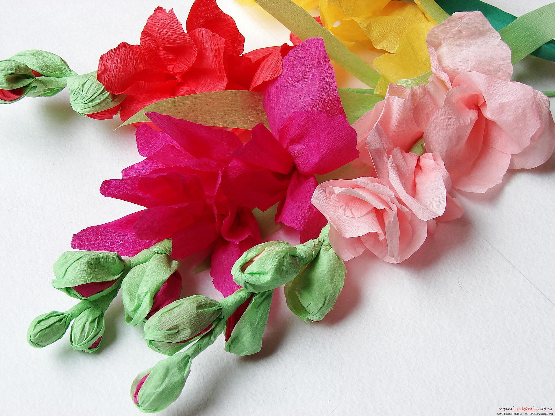 This master class will teach you how to make gladioli flowers from paper by yourself. Photo # 34
