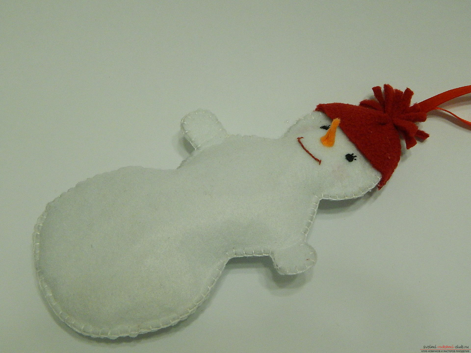 A master class with step-by-step photos will teach you how to make a snowman from felt. Photo # 23