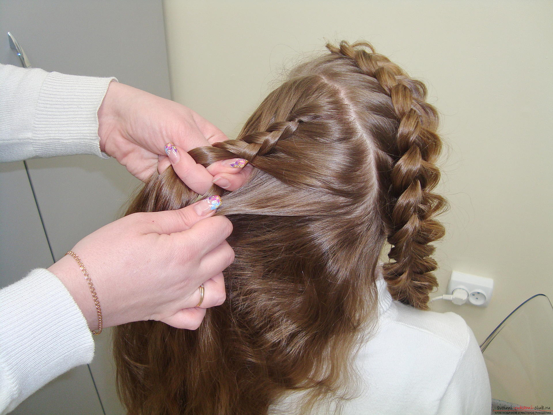 Photo to the lesson on the weaving of French braids. Photo Number 11