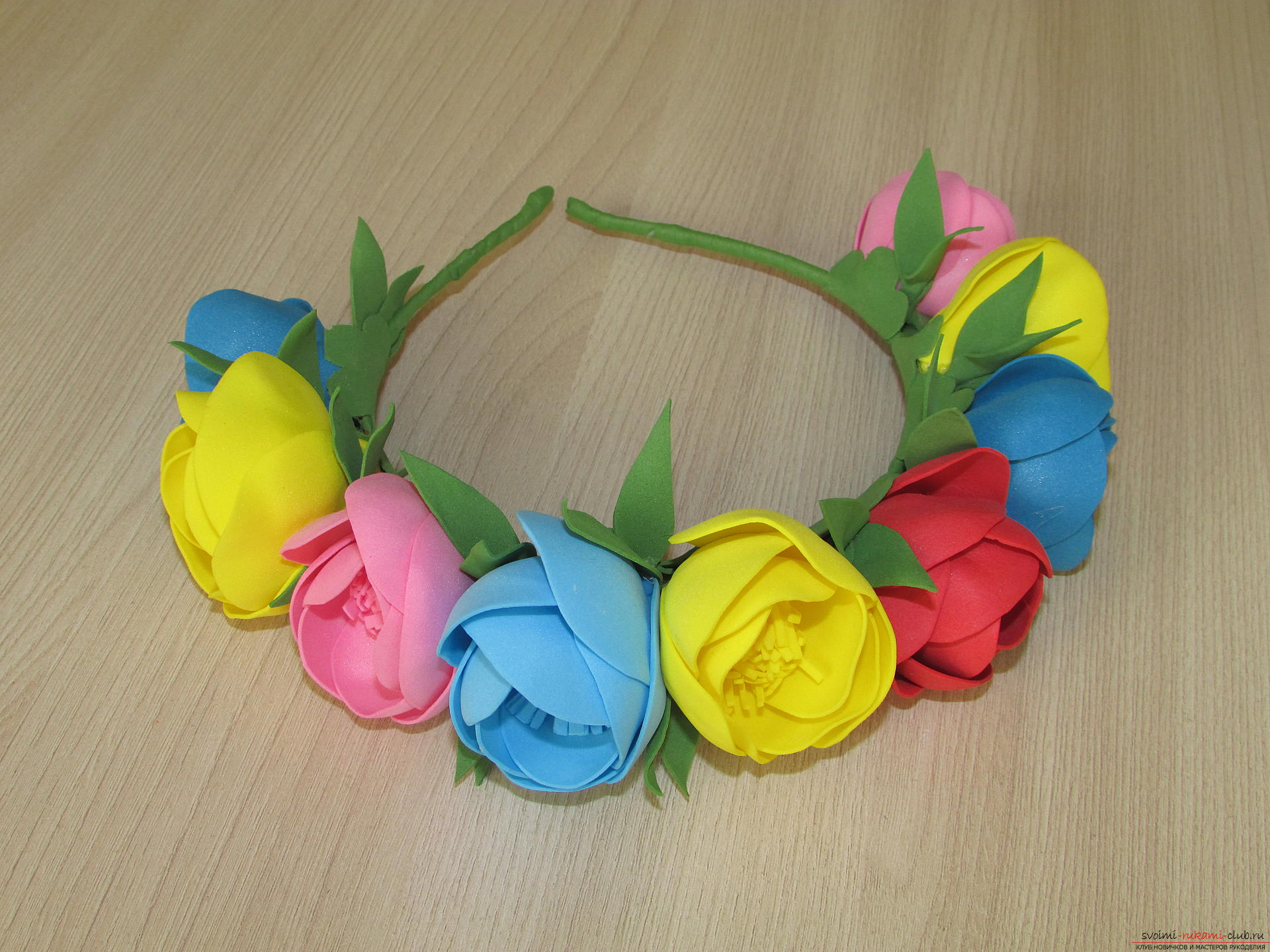 This master class of flowers from foamiran tells how to make a beautiful summer wreath .. Photo №12