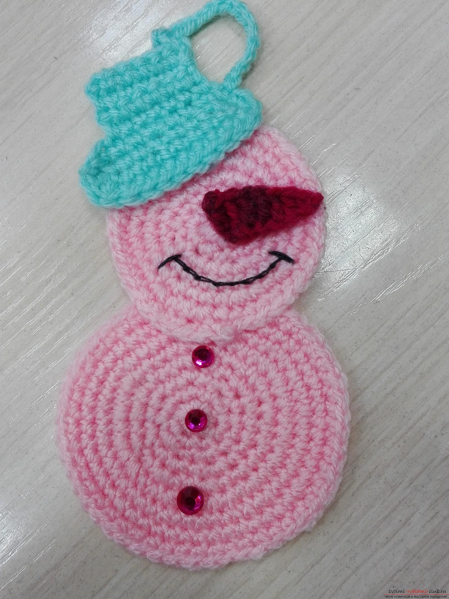 The master class will teach you how to make your own hands a Christmas ornament - a knitted snowman. Photo Number 18