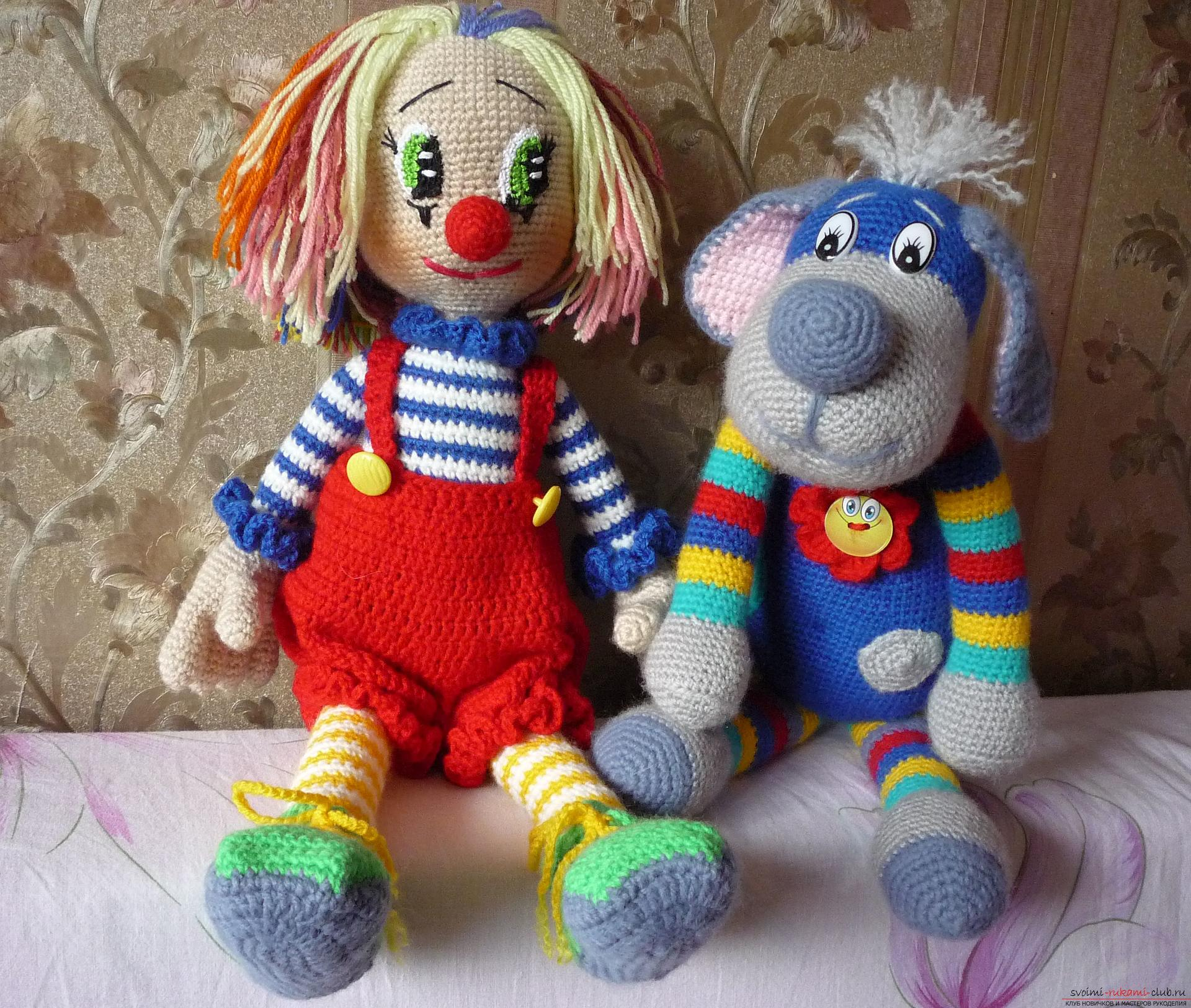 Detailed pictures of a clown toy crocheted from multi-colored yarn. Photo №5