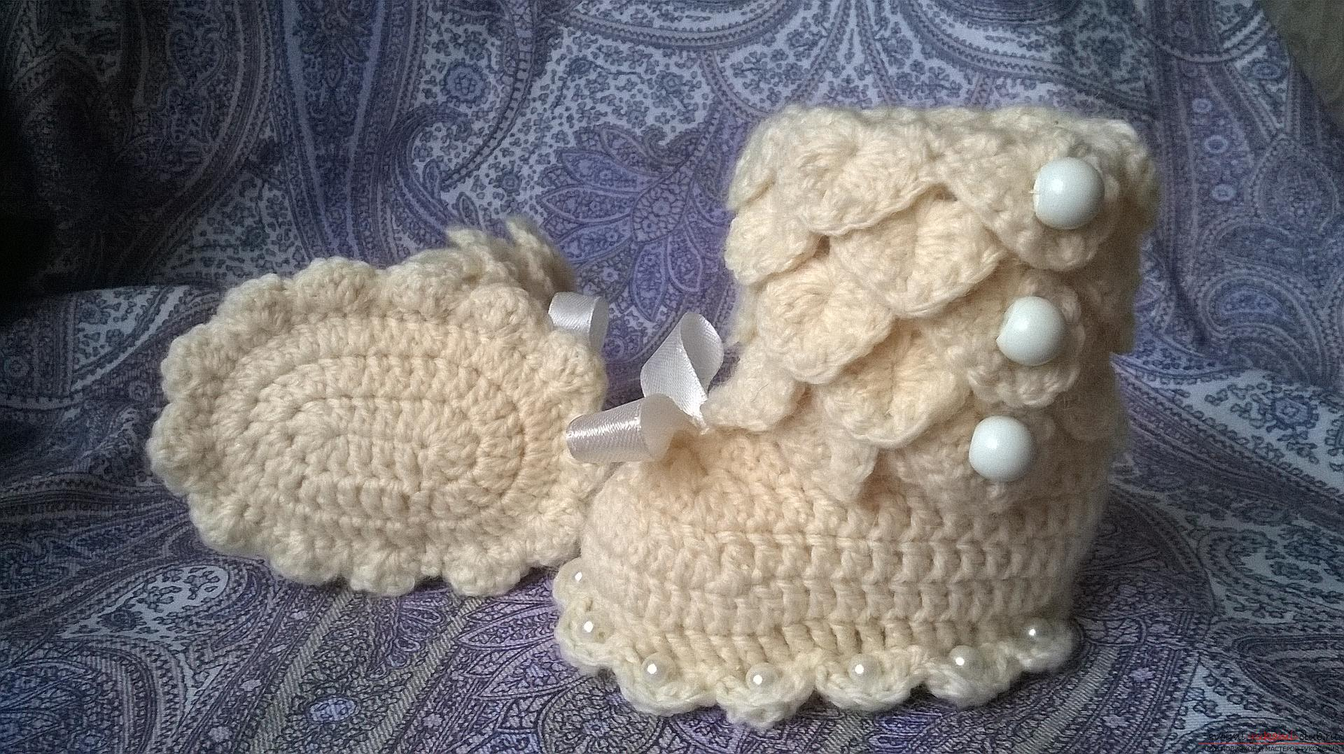 This master class with a description, a diagram and a video will teach how to knit booties crocheted .. Photo # 35