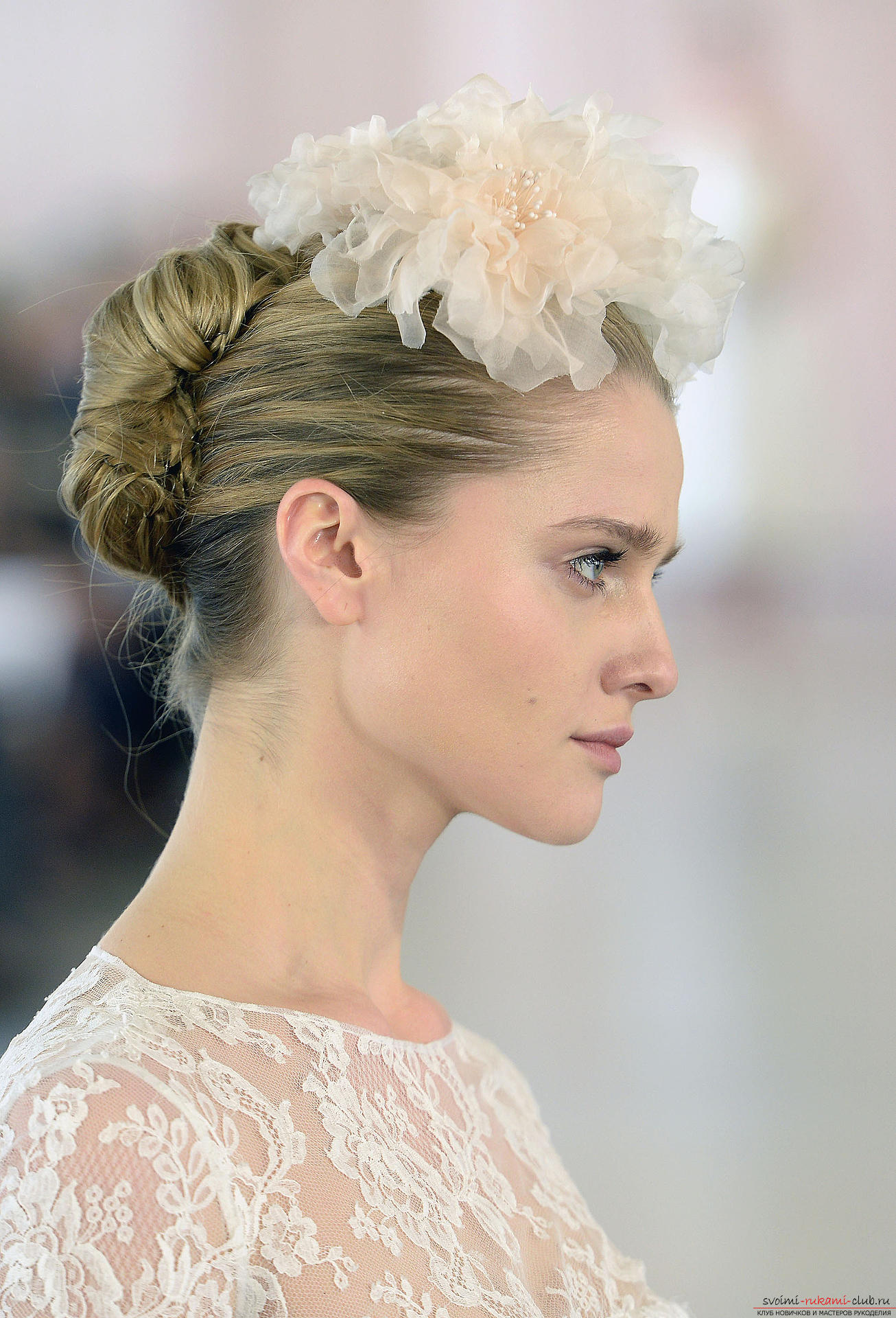 Hairstyles for the bride, topical in 2016. Photo №7