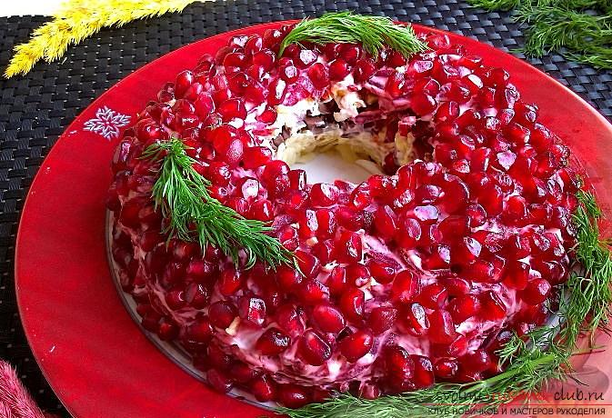 How to cook delicious salads for the New Year's celebration, recipes, step-by-step photos and a description of creating tasty and beautiful salads with seafood, pomegranate seeds and soy sauce. Photo №7