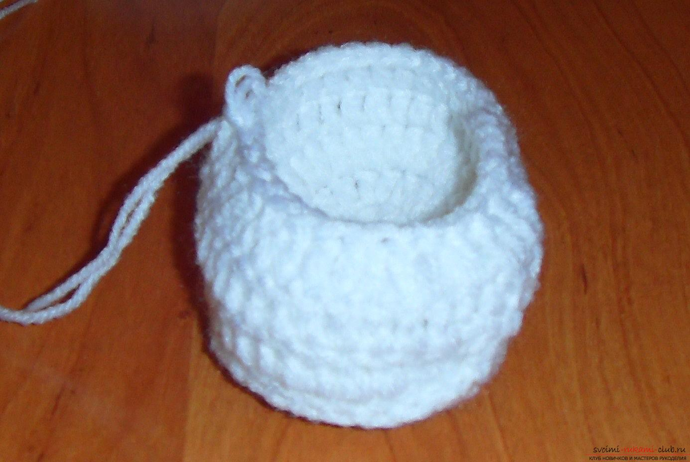 A master class with a detailed description will teach how to crochet booties for newborns. Photo №7