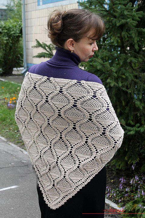 How to tie an openwork shawl crochet by using the pineapple pattern with your own hands according to the scheme. Photo №1