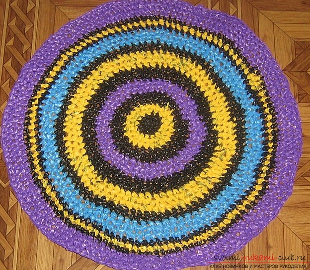 how to make a beautiful home mat from ordinary unnecessary plastic bags with your own hands. Photo №1