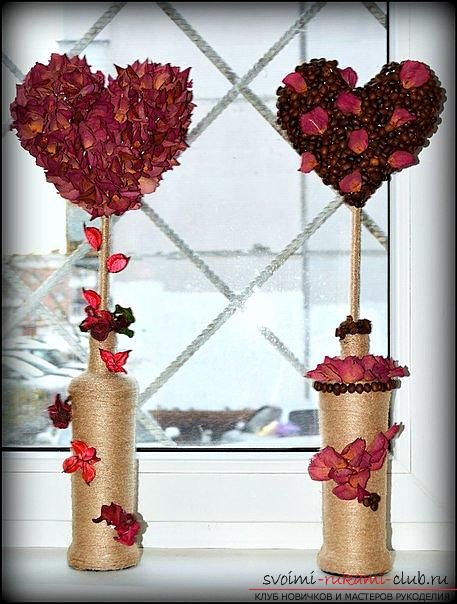 Interior decorations: hearts made of coffee beans and flower petals. Photo №1