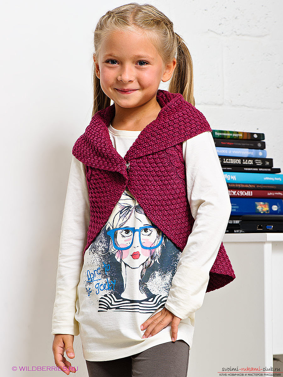 knitted knitted waistcoat for a girl. Picture №3
